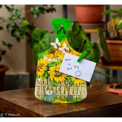 Creative Corner Sunflower Themed Designer Chopping Board  Sunflower themed chopping board 1